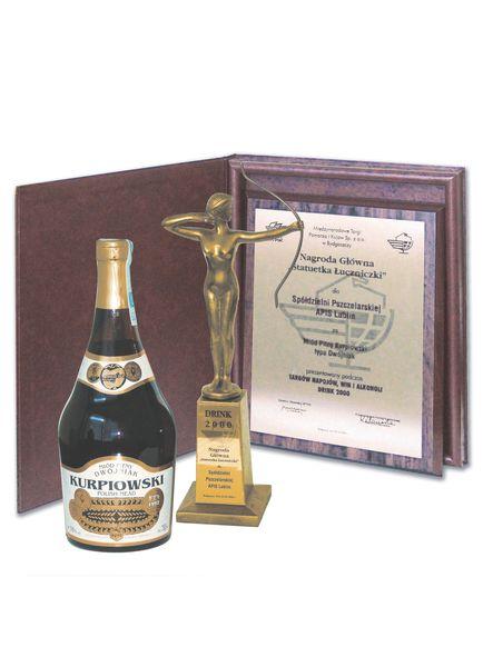 nagrody-kurpiowski-2000-statuetka-luczniczki